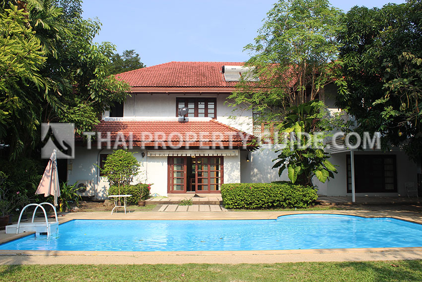 House with Private Pool in Bangnatrad