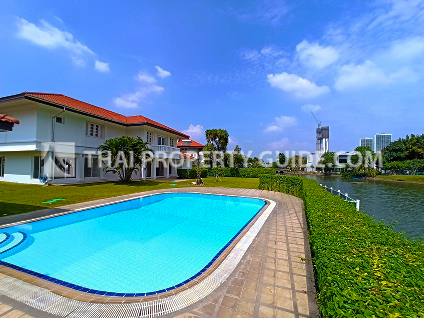 House with Private Pool for rent in Bangnatrad