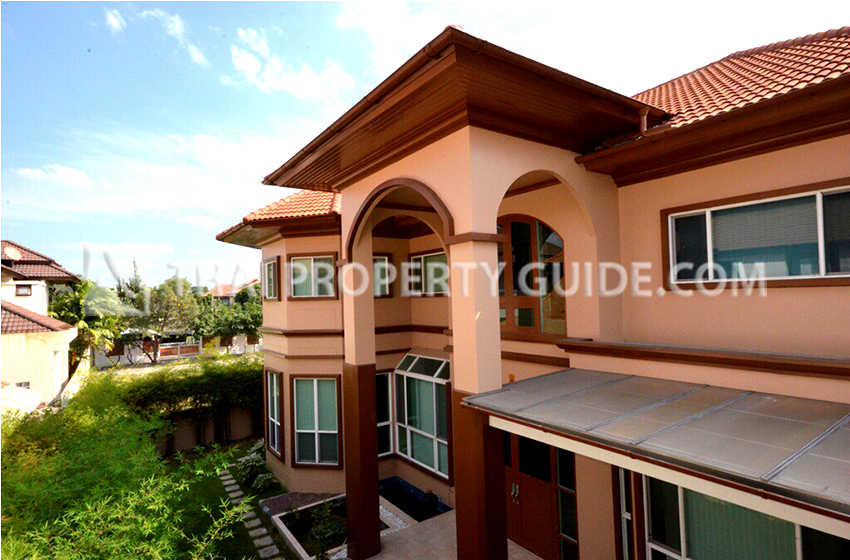 House with Shared Pool for sale in Bangnatrad
