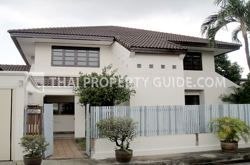House with Shared Pool for rent in Phaholyothin