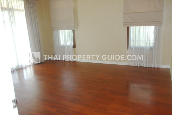 Large House With Share Pool for rent in Pattanakarn, Bangkok