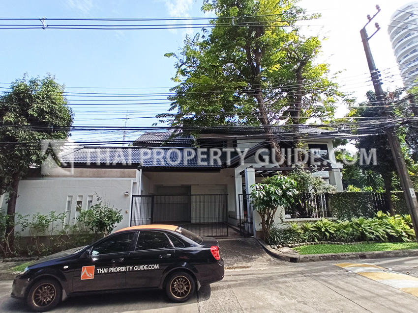 House with Shared Pool for rent in Sathorn