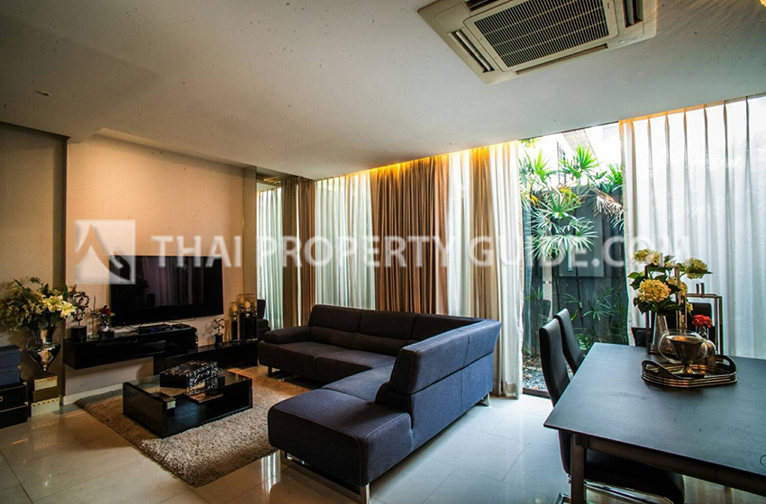Townhouse in Sukhumvit