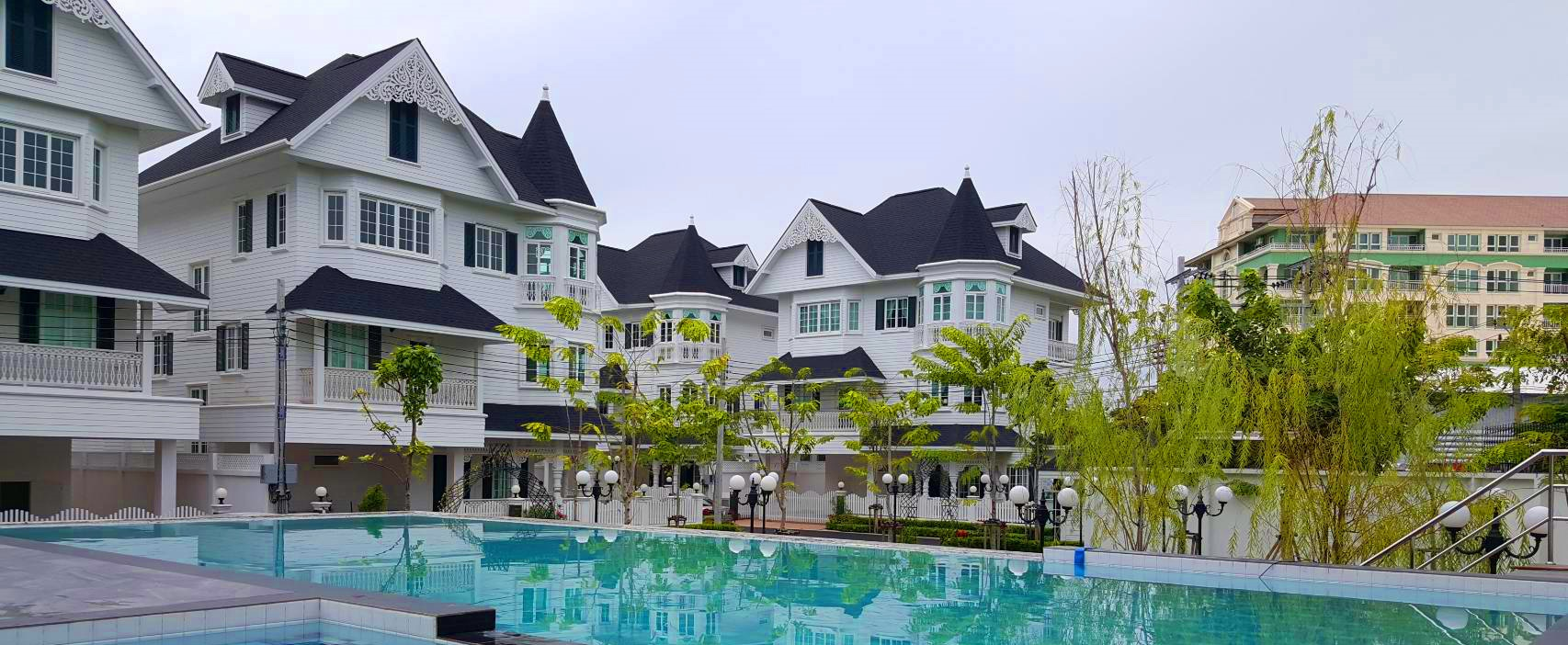 Neuly Built Townhouse Close to Bangkok Patana School