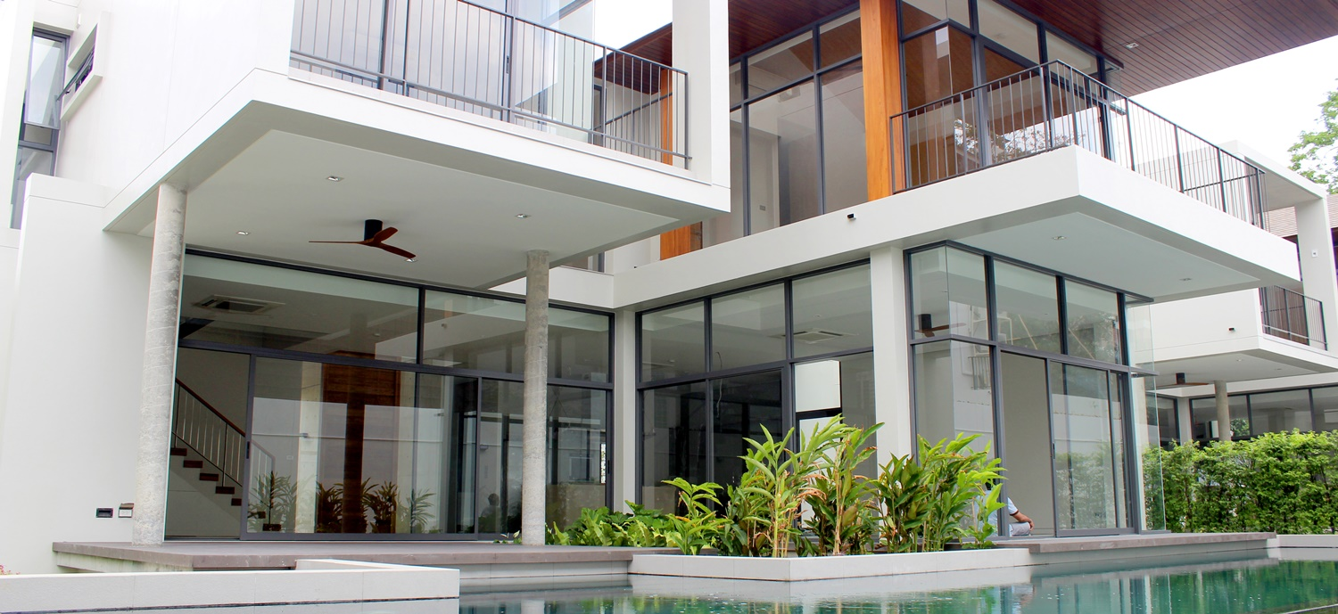 A comfortable modern house with private pool,located in the prime area of Bangkok.